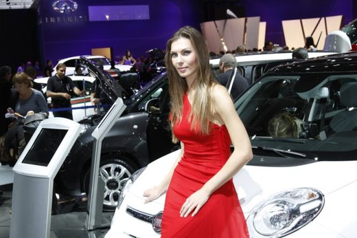 Le modelle più sexy fra gli stand del Salone di Parigi 2012 - Foto 16 di 24