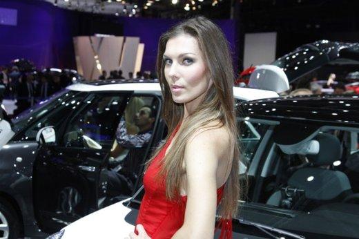 Le modelle più sexy fra gli stand del Salone di Parigi 2012 - Foto 5 di 24