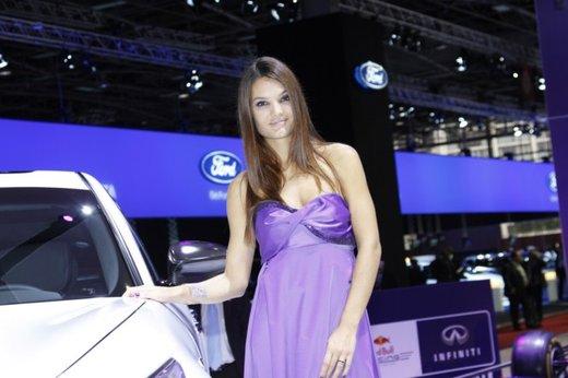 Le modelle più sexy fra gli stand del Salone di Parigi 2012 - Foto 20 di 24
