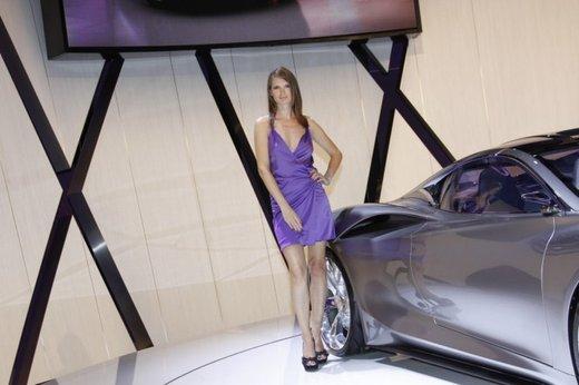 Le modelle più sexy fra gli stand del Salone di Parigi 2012 - Foto 23 di 24