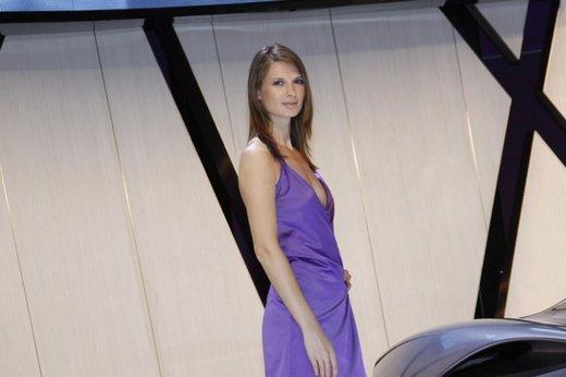Le modelle più sexy fra gli stand del Salone di Parigi 2012 - Foto 14 di 24