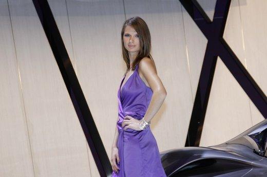 Le modelle più sexy fra gli stand del Salone di Parigi 2012 - Foto 24 di 24