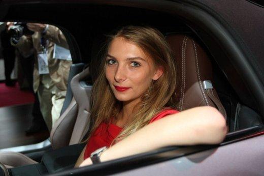 Tutte le foto delle donne più sensuali del Salone di Parigi 2012 - Foto 9 di 24