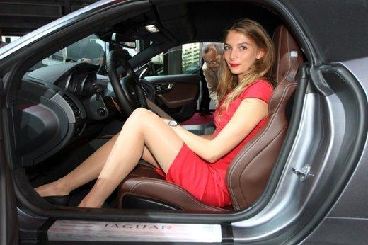 Tutte le foto delle donne più sensuali del Salone di Parigi 2012 - Foto 10 di 24