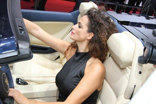 Tutte le foto delle donne più sensuali del Salone di Parigi 2012 - Foto 11 di 24