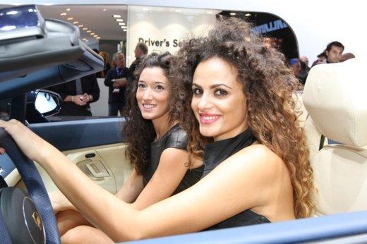 Tutte le foto delle donne più sensuali del Salone di Parigi 2012 - Foto 14 di 24