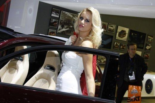 Tutte le foto delle donne più sensuali del Salone di Parigi 2012 - Foto 24 di 24