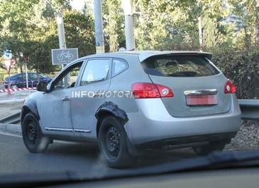 Foto spia della nuova generazione del suv Nissan Murano - Foto 3 di 3