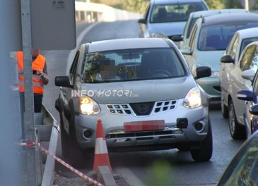 Foto spia della nuova generazione del suv Nissan Murano - Foto 1 di 3