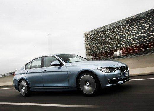 BMW Serie 3, prestazioni e consumi della versione ibrida - Foto 9 di 33