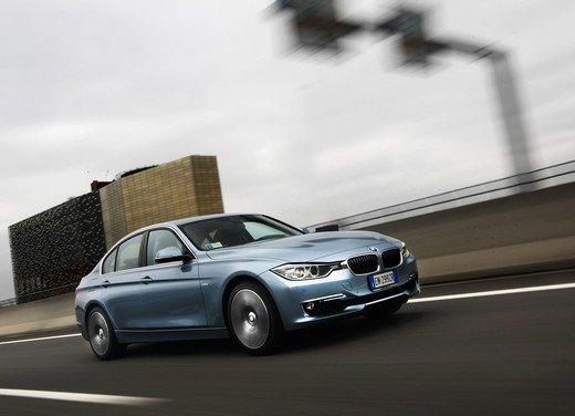 BMW Serie 3, prestazioni e consumi della versione ibrida - Foto 10 di 33