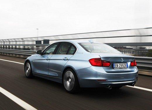 BMW Serie 3, prestazioni e consumi della versione ibrida - Foto 11 di 33