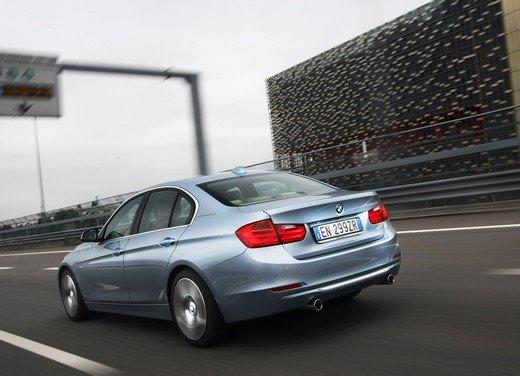BMW Serie 3, prestazioni e consumi della versione ibrida - Foto 13 di 33