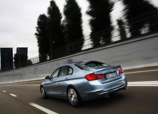 BMW Serie 3, prestazioni e consumi della versione ibrida - Foto 14 di 33