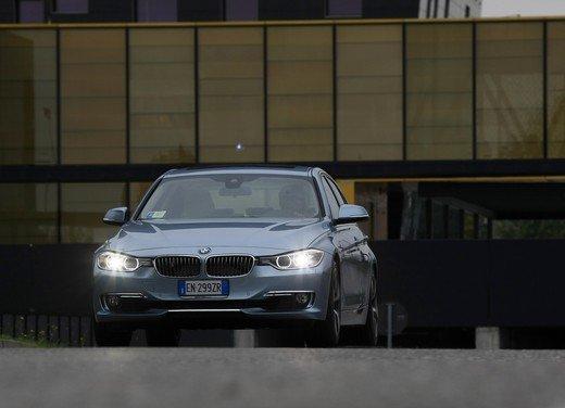 BMW Serie 3, prestazioni e consumi della versione ibrida - Foto 15 di 33