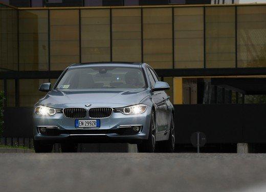 BMW Serie 3, prestazioni e consumi della versione ibrida - Foto 16 di 33