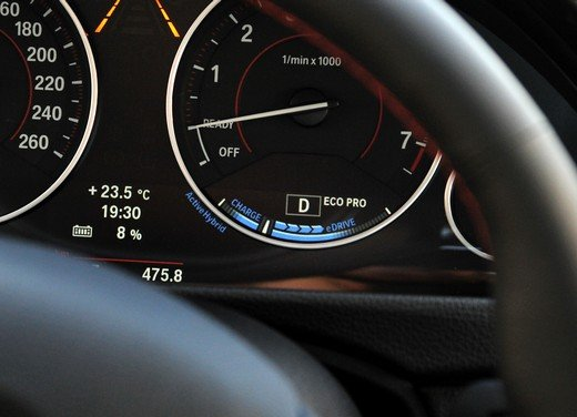 BMW Serie 3, prestazioni e consumi della versione ibrida - Foto 1 di 33