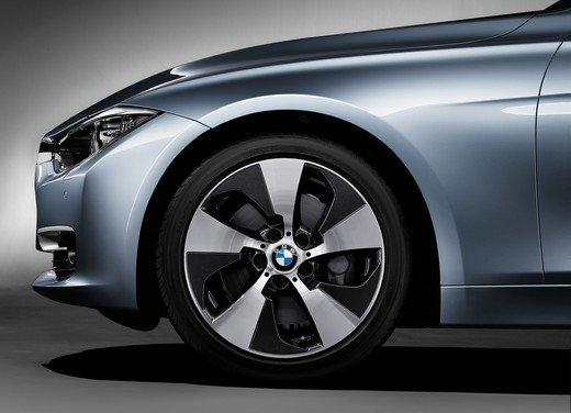 BMW Serie 3, prestazioni e consumi della versione ibrida - Foto 18 di 33