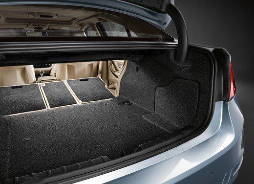 BMW Serie 3, prestazioni e consumi della versione ibrida - Foto 20 di 33