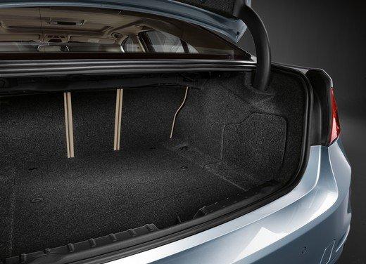 BMW Serie 3, prestazioni e consumi della versione ibrida - Foto 21 di 33