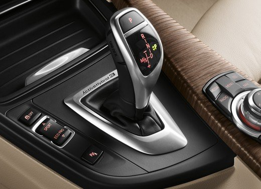 BMW Serie 3, prestazioni e consumi della versione ibrida - Foto 22 di 33