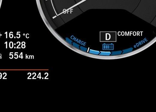 BMW Serie 3, prestazioni e consumi della versione ibrida - Foto 24 di 33