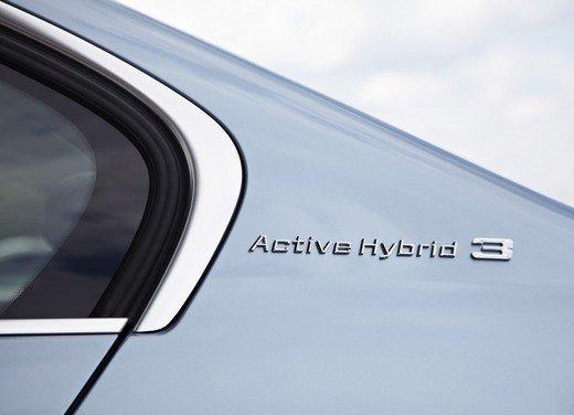 BMW Serie 3, prestazioni e consumi della versione ibrida - Foto 25 di 33