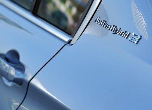 BMW Serie 3, prestazioni e consumi della versione ibrida - Foto 26 di 33