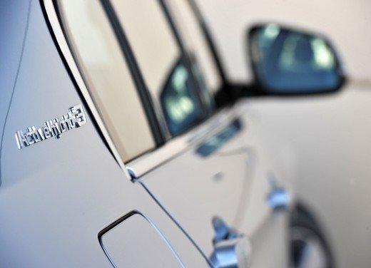 BMW Serie 3, prestazioni e consumi della versione ibrida - Foto 27 di 33