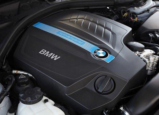 BMW Serie 3, prestazioni e consumi della versione ibrida - Foto 28 di 33