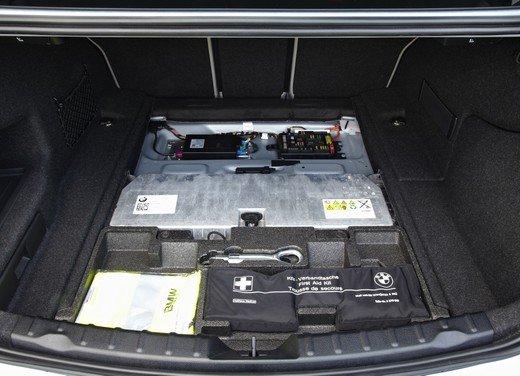 BMW Serie 3, prestazioni e consumi della versione ibrida - Foto 30 di 33