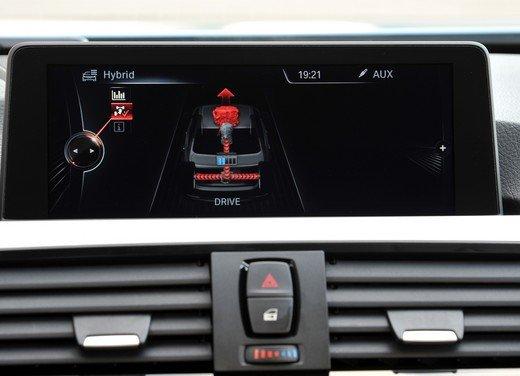BMW Serie 3, prestazioni e consumi della versione ibrida - Foto 32 di 33