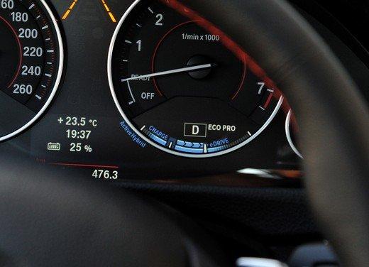 BMW Serie 3, prestazioni e consumi della versione ibrida - Foto 2 di 33
