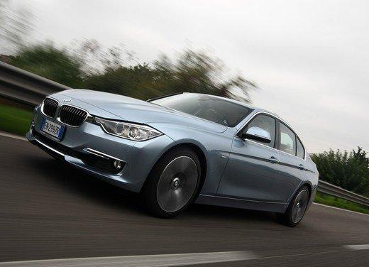 BMW Serie 3, prestazioni e consumi della versione ibrida - Foto 4 di 33