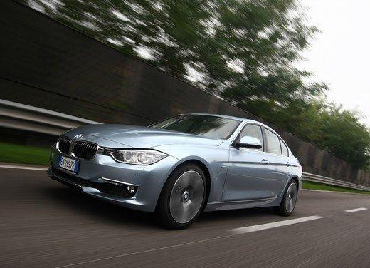 BMW Serie 3, prestazioni e consumi della versione ibrida - Foto 5 di 33