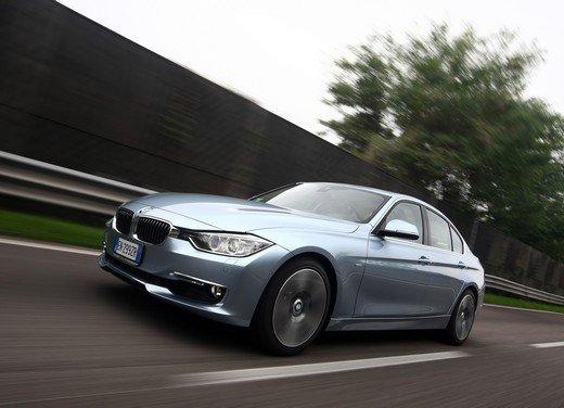 BMW Serie 3, prestazioni e consumi della versione ibrida - Foto 6 di 33