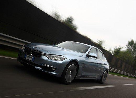 BMW Serie 3, prestazioni e consumi della versione ibrida - Foto 7 di 33