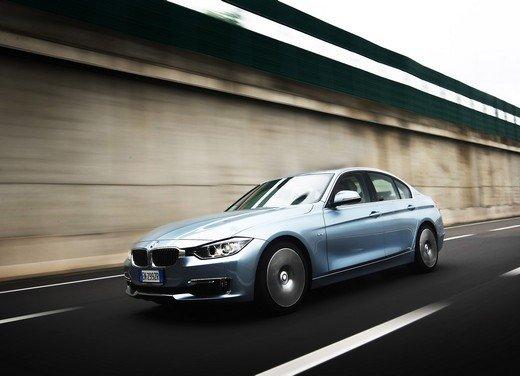 BMW Serie 3, prestazioni e consumi della versione ibrida - Foto 8 di 33