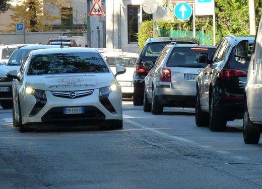 Opel Ampera, long test drive della berlina elettrica ad autonomia estesa - Foto 19 di 29