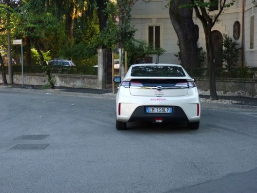 Opel Ampera, long test drive della berlina elettrica ad autonomia estesa - Foto 21 di 29