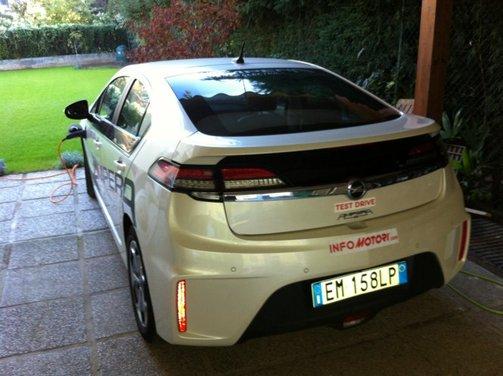 Opel Ampera, long test drive della berlina elettrica ad autonomia estesa - Foto 10 di 29
