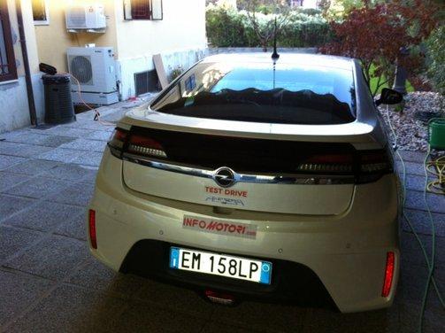Opel Ampera, long test drive della berlina elettrica ad autonomia estesa - Foto 11 di 29