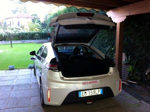 Opel Ampera, long test drive della berlina elettrica ad autonomia estesa - Foto 15 di 29