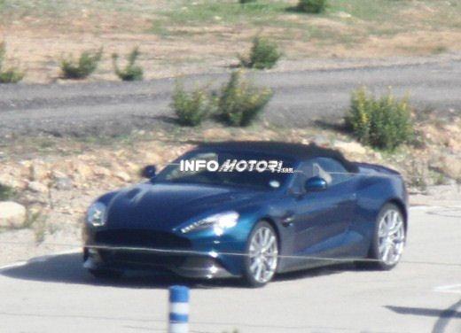 Aston Martin Vanquish foto spia della variante scoperta