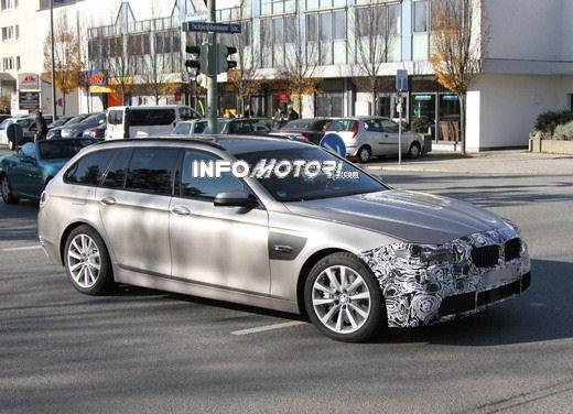 BMW Serie 5 Touring foto spia del facelift - Foto 11 di 14