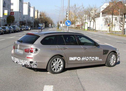 BMW Serie 5 Touring foto spia del facelift - Foto 13 di 14