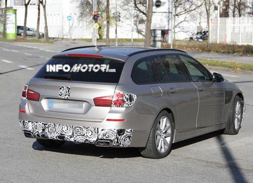 BMW Serie 5 Touring foto spia del facelift - Foto 14 di 14