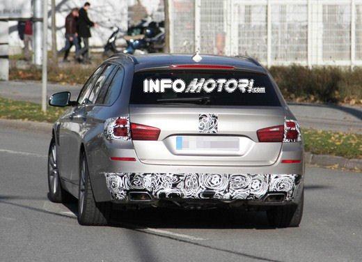 BMW Serie 5 Touring foto spia del facelift - Foto 2 di 14