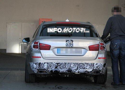 BMW Serie 5 Touring foto spia del facelift - Foto 3 di 14