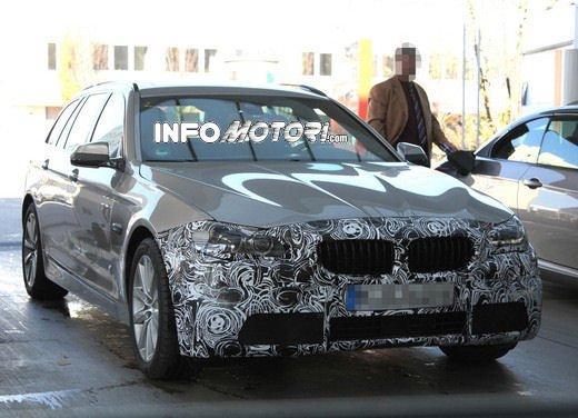 BMW Serie 5 Touring foto spia del facelift - Foto 6 di 14